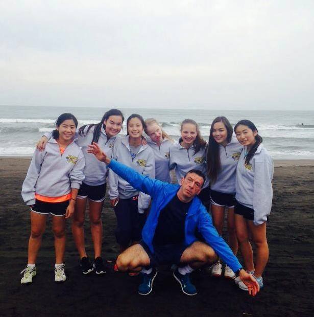 The Varsity Tennis team had an enjoyable time at the beach in Chinba the day before the Kanto Tournament.