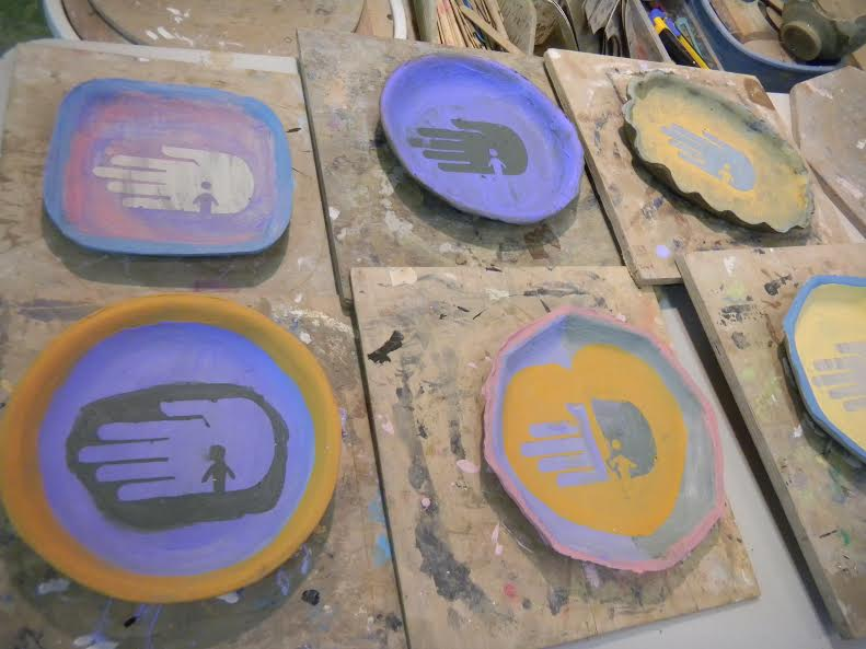 Ceramic plates with the RIJ logo made by ISSH students.
