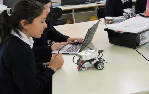 Fifth and Sixth Graders Build Robots with Lego Mindstorms
