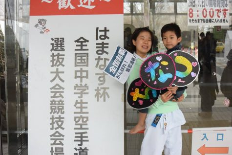 Chinatsu poses with one of her supporters from Tokyo after the tournament.