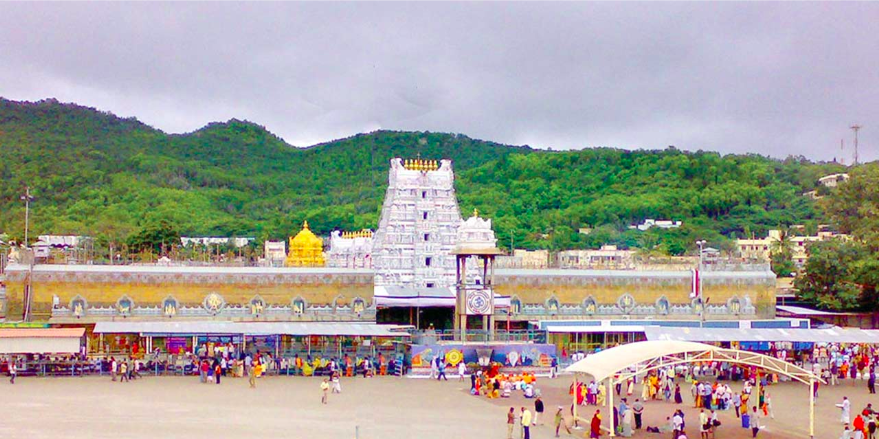 The+exit+of+Tirupati+Balaji+during+the+winter%2C+when+the+crowd+is+significantly+smaller.