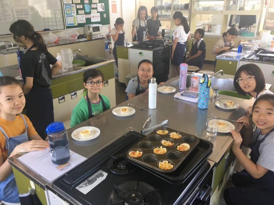 Students+from+different+nations+enjoying+the+food+they+cooked+in+Global+Kitchen.++