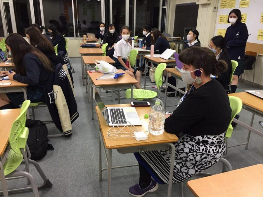 Virtual Brain Bowl: Silent buzzing in the classroom